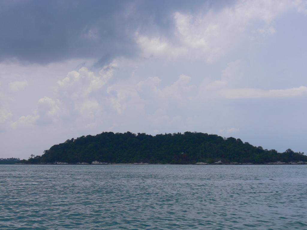 Hasil gambar untuk Pulau Cempedak